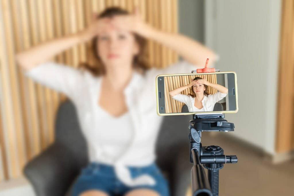 Assoziation von Gesichtsübungen mit dem Erscheinungsbild des Alterns Studien Gesichts Yoga Uebungen gegen Falten 002